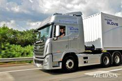 현대차, 40톤 대형트럭 고속도로 자율주행 첫 성공