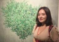 [박현주 아트클럽]한국화가 이영지의 '찬란한 슬픔의 봄' 같은 그림