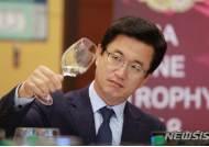 와인 테이스팅하는 허태정 대전시장