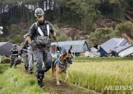 홋카이도 강진 실종자 수색작업 벌이는 자위대원들