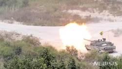 날아가는 K-2 전차의 포탄