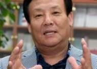 인터뷰하는 김재형 교수