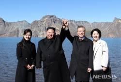 """靑 """"김정은 답방, 연내 성사 기대···북미회담과 연계할 일 아냐"""""""