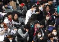 한국시리즈에도 '미세먼지 경계령'…마스크 쓰고 훈련한 선수들