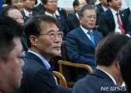 문재인 대통령과 장하성 정책실장