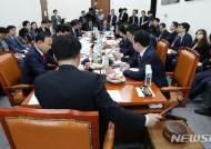 의사봉 두드리는 이헌승 국토법안심사소위원장