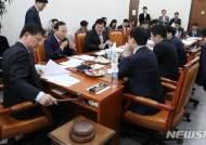 국토법안심사소위 주재하는 이헌승 소위원장