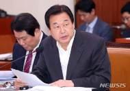 """김무성 """"朴탄핵은 사과할 문제 아냐...문 대통령 레임덕 시작""""(종합)"""