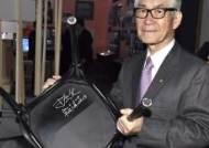 노벨 의자에 서명한 생리의학상 수상자 혼조 다스쿠