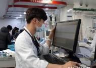 """한국 의사 진찰건수 OECD 최고…""""의대정원 3600명까지 늘려야"""""""