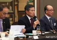 정경두, 취임 첫 방산업체 CEO 간담회…방위산업 현장 목소리 청취(종합)