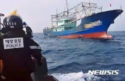 한·중 어업협정 해상서 불법조업 중국어선 2척 덜미