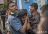 印尼 쓰나미, 가족 잃고 오열하는 남성