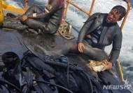 '온몸으로 기름 막아낸 제주 해경' 포상금 1500만원 전액 기부
