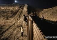 """트럼프 """"국경장벽 건설비용 멕시코가 낸다"""" 다시 주장"""