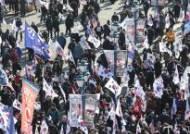 서울역 앞에 모인 박근혜 전 대통령 지지자들