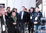 네이버랩스 방문한 하현회 부회장