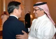 사우디 경제기획부 장관과 악수하는 성윤모 장