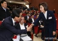 나경원 체제 첫 한국당 연찬회…친황계 우려·당협 인선 불만