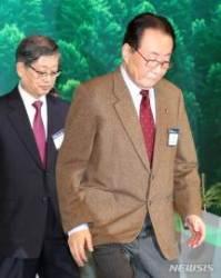 '숲 속의 한반도 만들기' 심포지엄에 참석한 고건-김황식 전 총리
