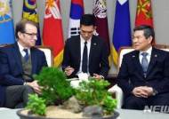 정경두 장관, 미국 의회 코리아스터디 그룹과 면담