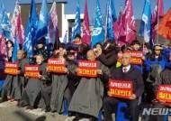 경남학생인권조례 제정 반대 단체 집회 열고 '삭발·혈서 투쟁'