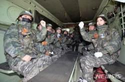 상륙돌격장갑차 탑승한 참가자들