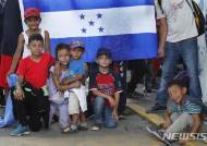 미국 향하는 천진한 온두라스 어린이들
