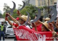대통령 궁 향하는 필리핀 시위대