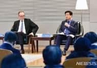 염태영 수원시장, 주한독일대사와 '통일 대담'