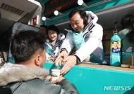 커피 나눠주며 연동형비례대표제 홍보