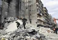 시리아 알레포서 내전으로 손상된 건물 무너져 11명 사망