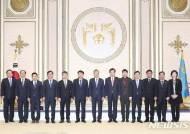 문재인 대통령과 기념 촬영하는 인천 지역 기초단체장들