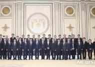 문재인 대통령과 기념 촬영하는 경기 지역 기초단체장들