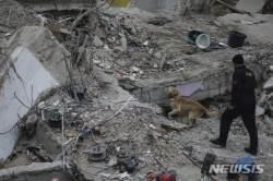 터키 아파트 붕괴 사망자 15명으로 늘어…9명은 친척관계