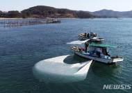 물돛을 이용한 전통방식의 남해지족해협 개불잡이 '한창'