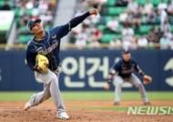 """왕웨이중 """"한국에서 또 던질수있기를""""···NC 스프링캠프 방문"""
