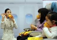 """""""산소마스크는 이렇게""""...제주항공 '어린이 항공안전체험교실'"""