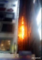 전주 덕진구 한 아파트 10층 불...주민 60명 대피소동