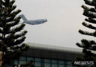 노이바이 공항 이륙하는 C-17 글로브마스터