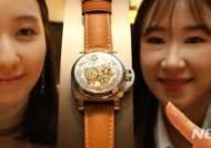 황금돼지 새겨진 파네라이 한정판 시계 루미노르 씨랜드