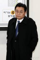 굳은 표정으로 법정 나서는 전병헌 전 청와대 정무수석