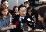 취재진 질문 받으며 법정 나서는 전병헌 전 청와대 정무수석
