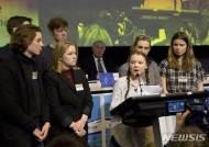 연설하는 소녀 환경운동가 그레타 툰베리