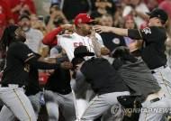 MLB 피츠버그-신시내티 난투극 연루자, 무더기 출전 정지 징계