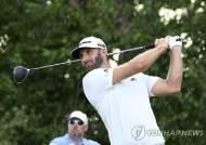 존슨, PGA 투어 노던 트러스트 2라운드 선두…스피스 2위