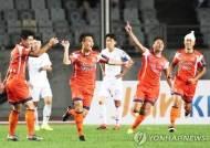 '그라운드 반란' 화성FC, FA컵 4강 1차전서 수원에 일격