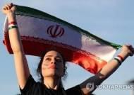 "FIFA회장 ""이란, 월드컵 예선전 '여성 축구장 입장' 확약"""