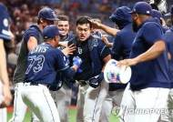 최지만, 생애 첫 PS 보인다…MLB 탬파베이 '2승만 더'