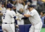 최지만, 그레인키 상대로 PS 첫 홈런 폭발…탬파베이 ALCS 첫승